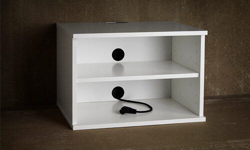 Adjustable shelves and removable back plates for every room of the Unnu 231