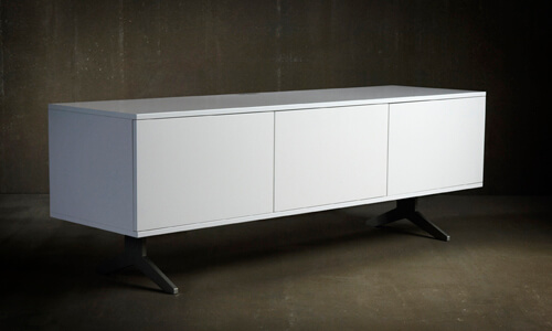 Unnu 231 in white with three white doors on the base