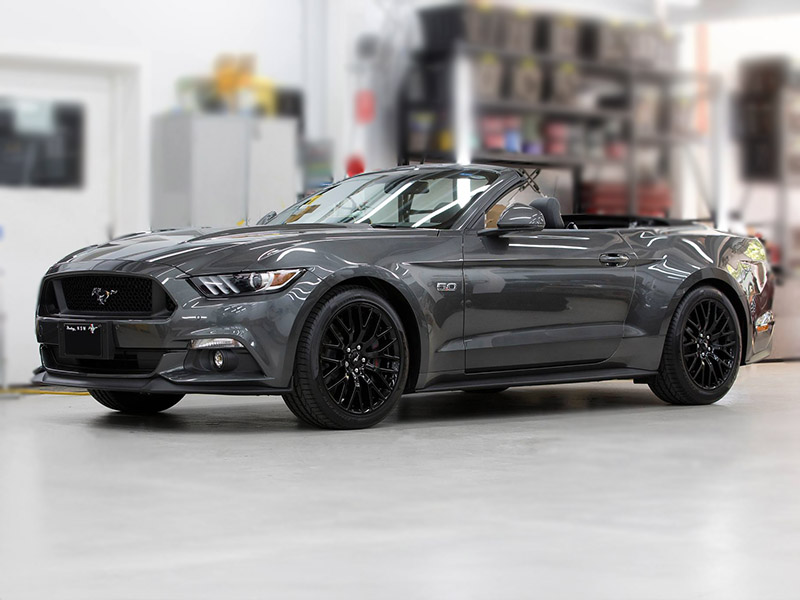 Convertible Ford Mustang