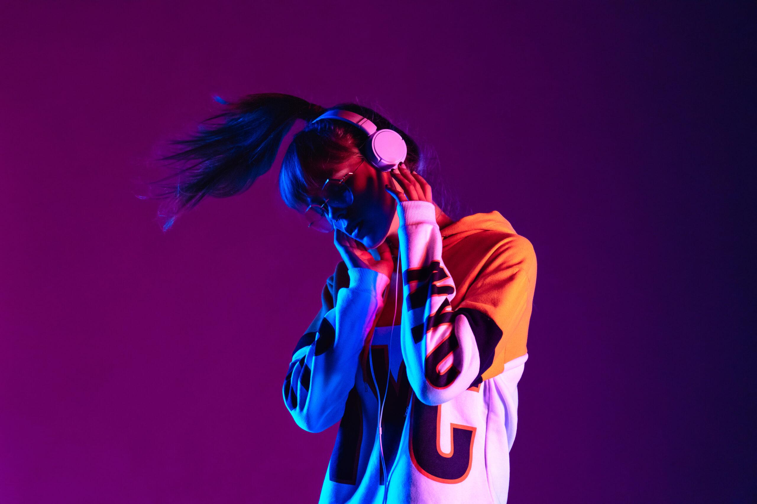 Stylish,fashion,teenager,model,wearing,hoodie,and,headphones,listening,dj