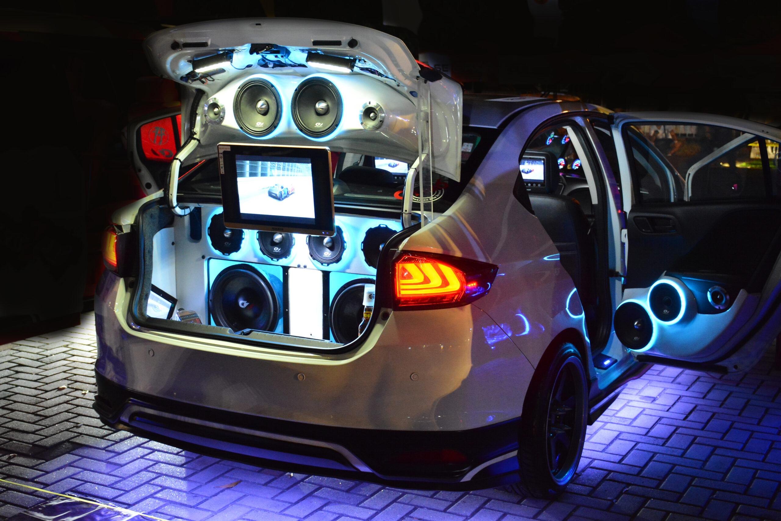 alt-Manila,,ph, ,dec.,8:,customized,car,sound,system,on